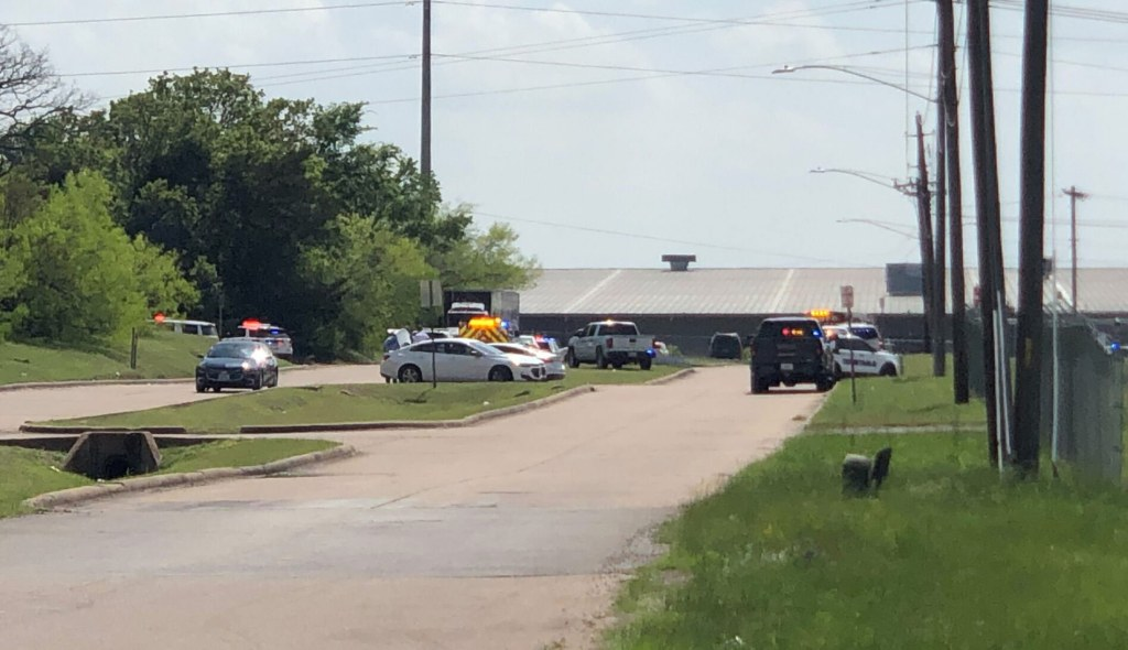 A shooting at a Texas office park has left 1 person dead and 5 wounded, police say